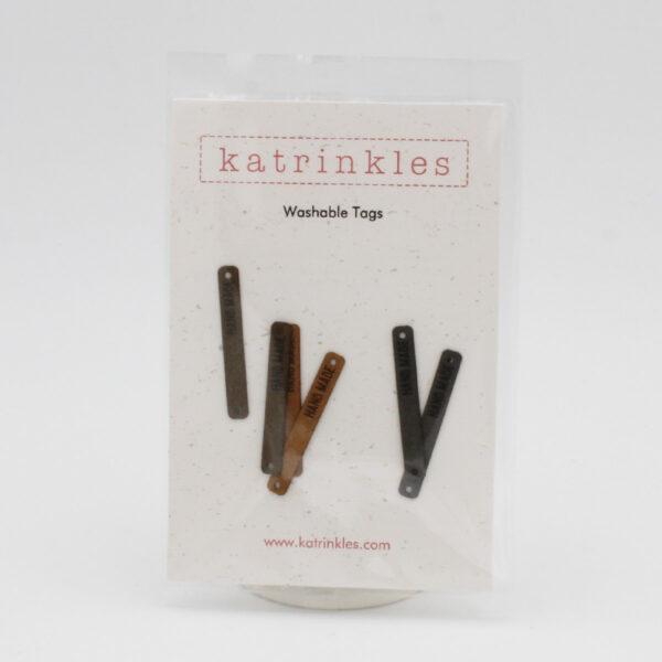 Lot de 6 étiquettes lavables en faux daim gravées HAND MADE de la marque Katrinkles dans les teintes marrons