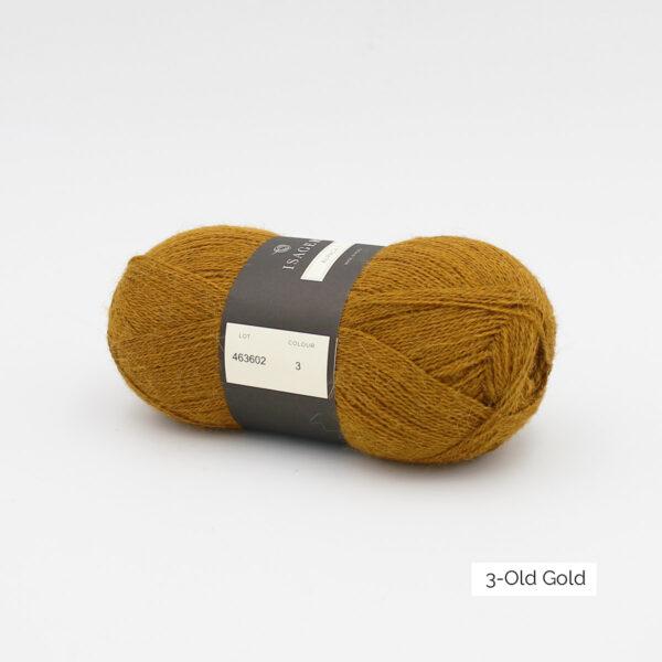 Une pelote d'Alpaca1 d'Isager coloris Old Gold (or vieilli)