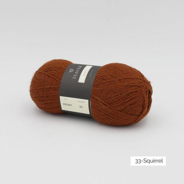 Une pelote d'Alpaca1 d'Isager coloris Squirrel (brun roux)