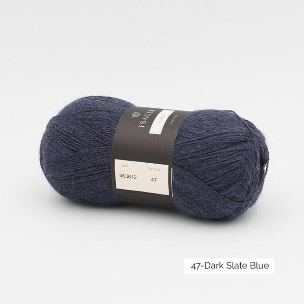 Une pelote d'Alpaca1 d'Isager coloris Dark Slate Blue (bleu ardoise foncé)