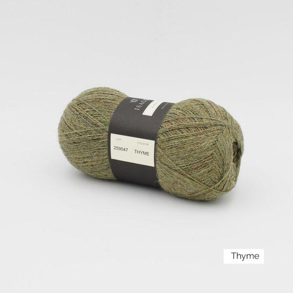 Une pelote d'Alpaca1 d'Isager coloris Thyme (vert kaki grisé)
