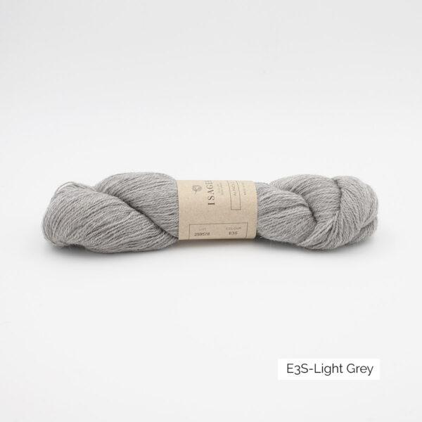 Un écheveau d'Alpaca 2 d'Isager coloris Light Grey (gris clair)