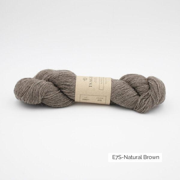 Un écheveau d'Alpaca 2 d'Isager coloris Natural Brown (brun froid moyen chiné)