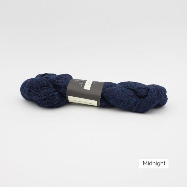 Un écheveau d'Alpaca2 d'Isager coloris Midnight (bleu nuit)
