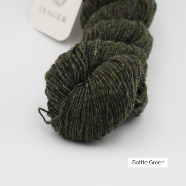 Zoom on a skein of Isager's Tweed in the Bottle Green colorway