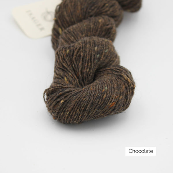 Zoom on a skein of Isager's Tweed in the Chocolate colorway