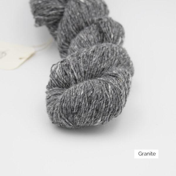 Zoom on a skein of Isager's Tweed in the Granite colorway
