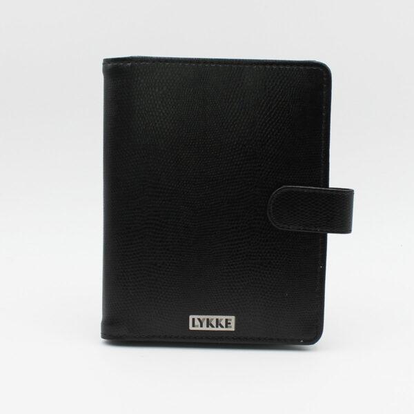 Présentation de la pochette en simili cuir noir du kit d'aiguilles double-pointes Lykke coloris Driftwood
