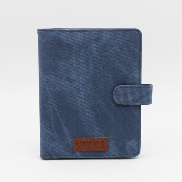 Présentation de la pochette en tissu coloris jeans du kit d'aiguilles double-pointes Lykke Indigo