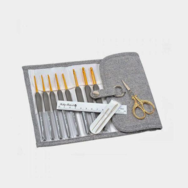 Présentation du kit de crochets Etimo gris de Tulip et ses accessoires dans leur pochette de rangement assortie