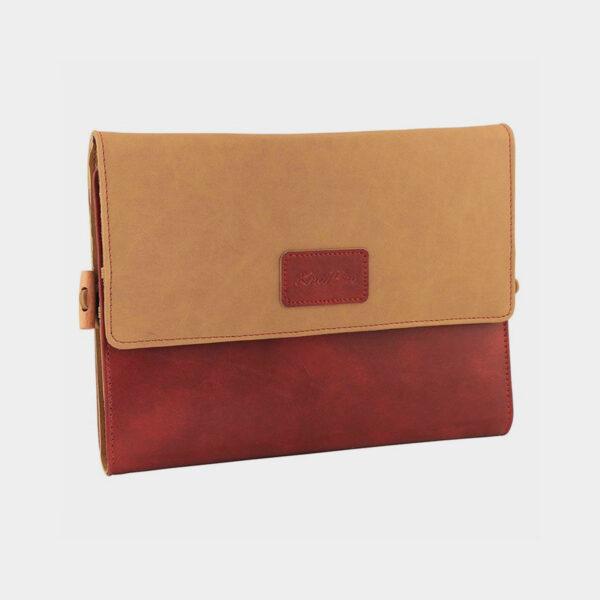 Présentation de la pochette du kit Ginger de Knit Pro en simili marbré rouge et camel