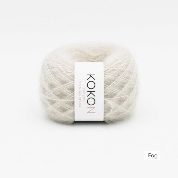 Une pelote de Silk Mohair de Kokon coloris Fog (blanc grisé)