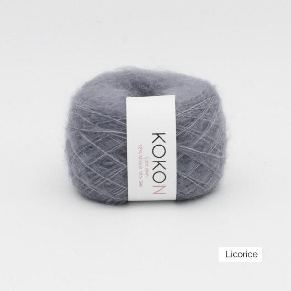 Une pelote de Silk Mohair de Kokon coloris Licorice (gris foncé)