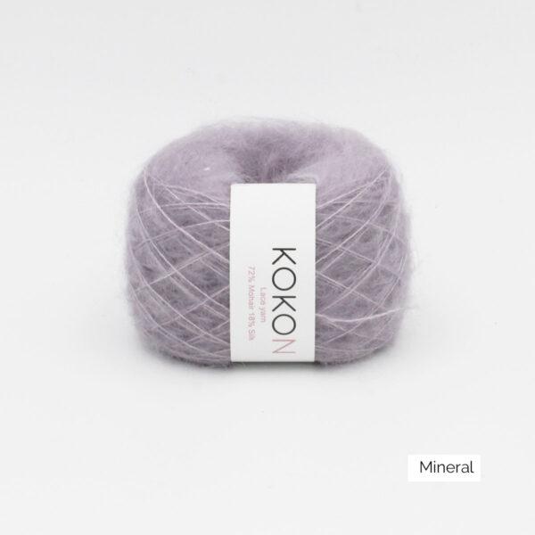 Une pelote de Silk Mohair de Kokon coloris Mineral (gris moyen tirant sur le mauve)