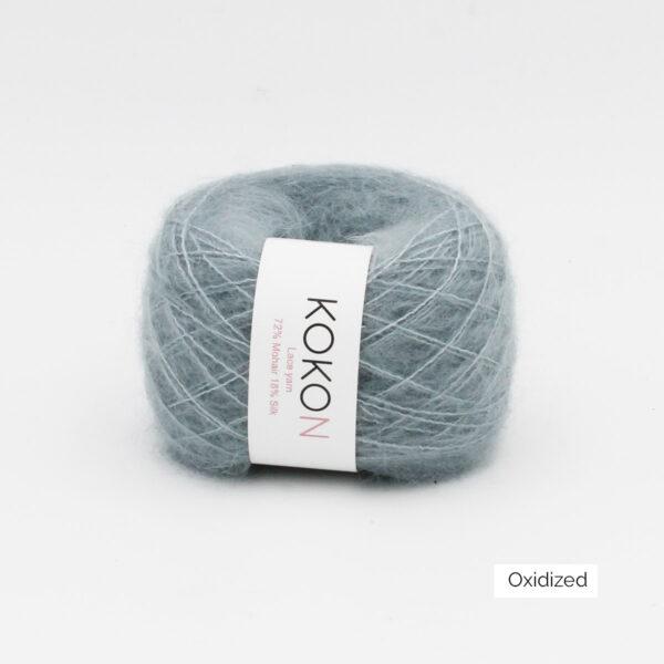 Une pelote de Silk Mohair de Kokon coloris Oxidized (gris moyen bleuté)