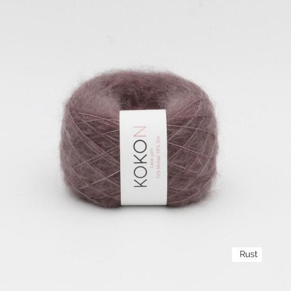 Une pelote de Silk Mohair de Kokon coloris Rust (brun)