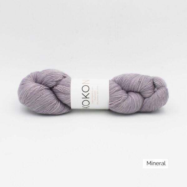 Un écheveau de Merino Linen de Kokon coloris Mineral (gris clair)