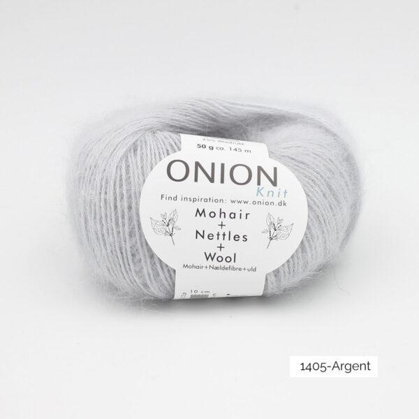 Une pelote de Mohair + Nettles + Wool d'Onion dans le coloris Argent
