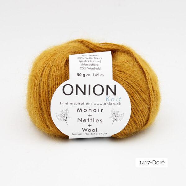 Une pelote de Mohair + Nettles + Wool d'Onion dans le coloris Doré