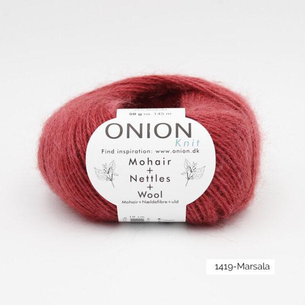 Une pelote de Mohair + Nettles + Wool d'Onion dans le coloris Marsala