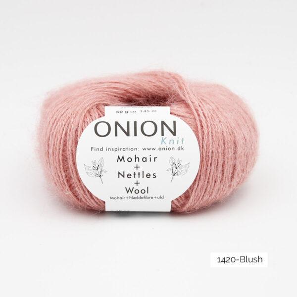 Une pelote de Mohair + Nettles + Wool d'Onion dans le coloris Blush