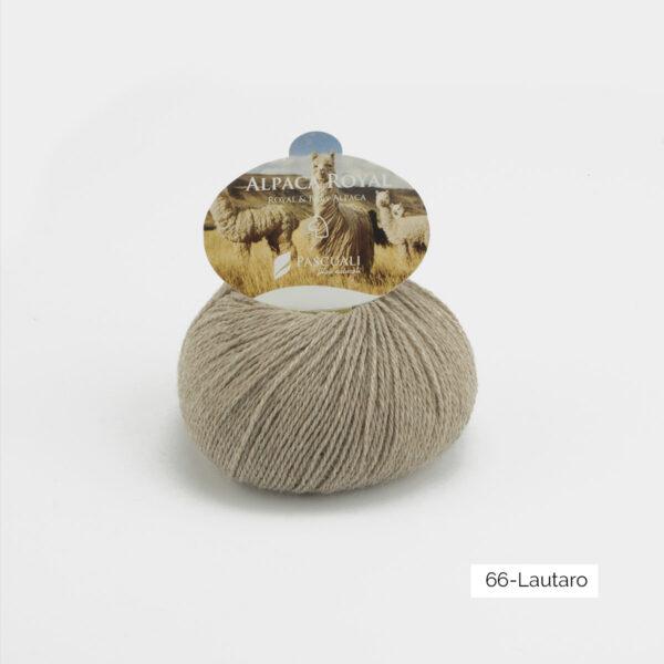 Une pelote d'Alpaca Royal de Pascuali coloris Lautaro (beige chiné)