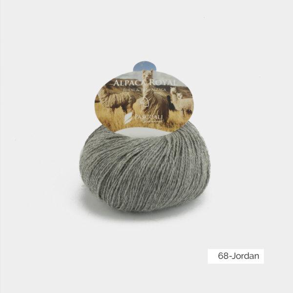 Une pelote d'Alpaca Royal de Pascuali coloris Jordan (gris moyen)