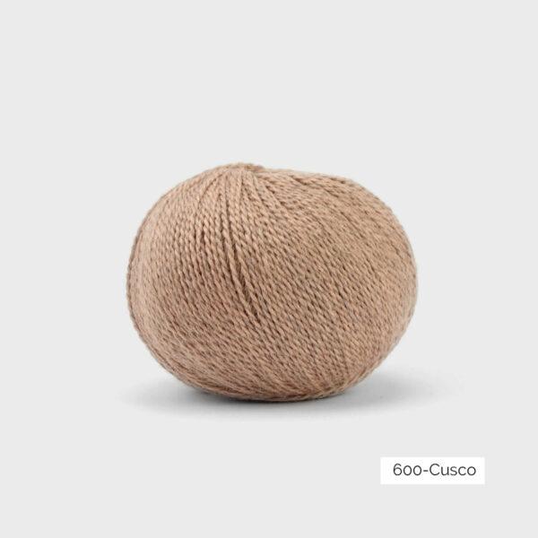 Une pelote de Balayage de Pascuali dans le coloris Cusco (beige orangé grisé)