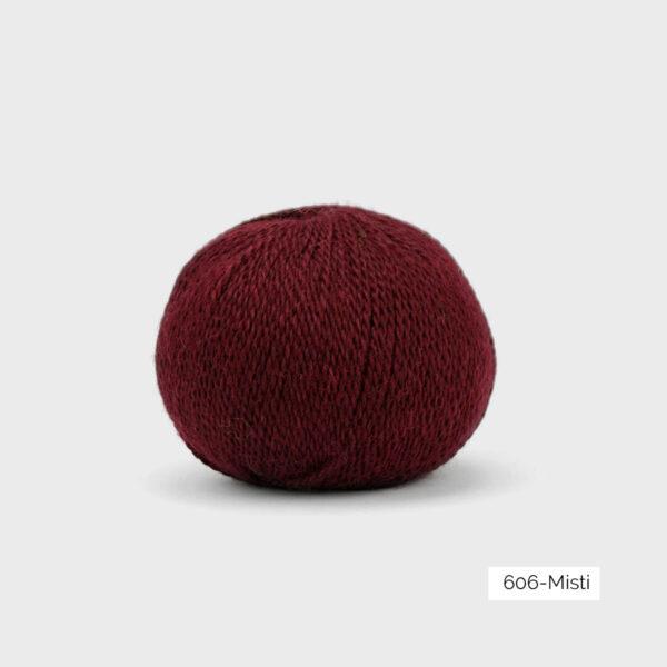 Une pelote de Balayage de Pascuali dans le coloris Misti (bordeaux)