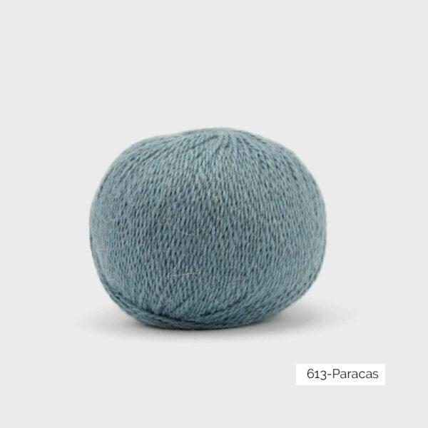 Une pelote de Balayage de Pascuali dans le coloris Paracas (bleu ciel)