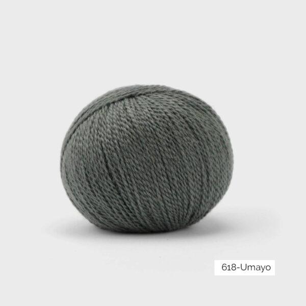 Une pelote de Balayage de Pascuali dans le coloris Umayo (gris foncé)