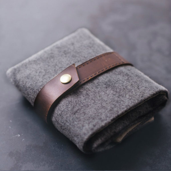 Display of a Twig & Horn interchangeable needle case, made of grey wool and camel leather, closed