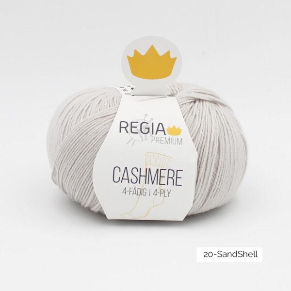 Une pelote de Regia Cashmere Premium, laine à chaussettes avec cachemire, en coloris Sandshell (gris très clair)
