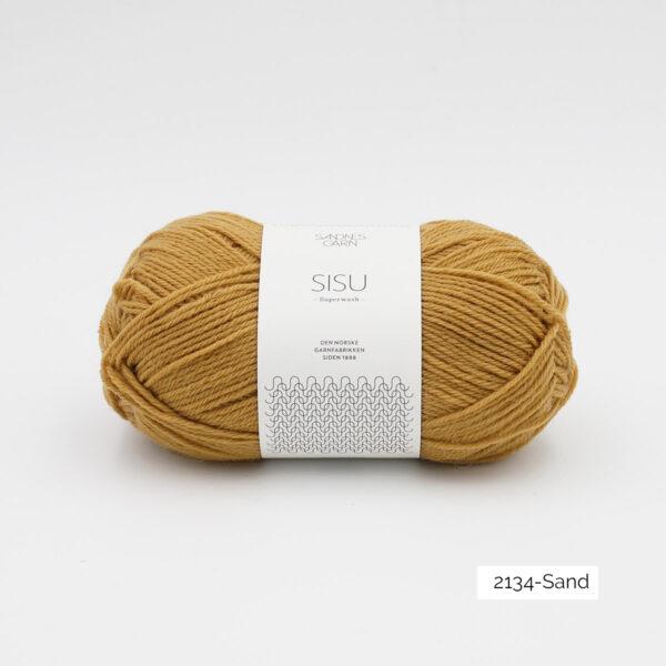 Une pelote de Sisu de Sandnes Garn, laine à chaussettes, dans le coloris Sand (beige tirant sur l'ocre)