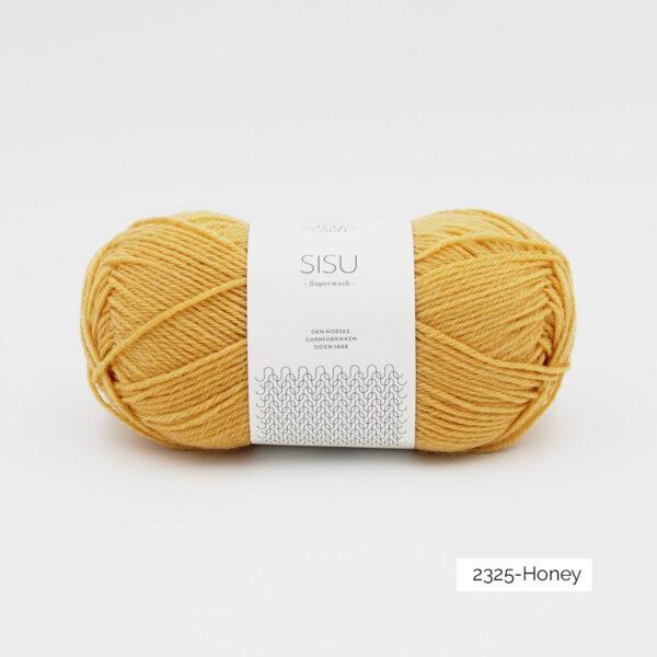 Une pelote de Sisu de Sandnes Garn, laine à chaussettes, dans le coloris Honey (miel)