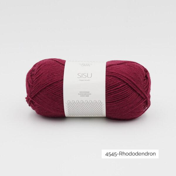Une pelote de Sisu de Sandnes Garn, laine à chaussettes, dans le coloris Rhododendron (pourpre)