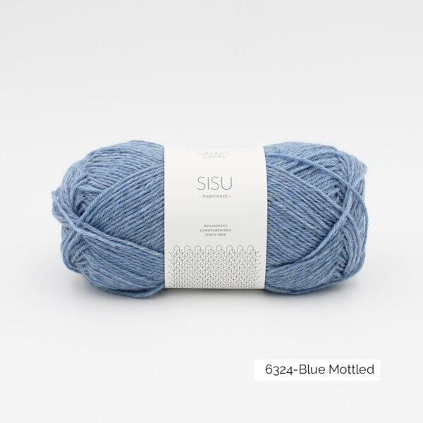 Une pelote de Sisu de Sandnes Garn, laine à chaussettes, dans le coloris Blue Mottled (bleu ciel chiné)