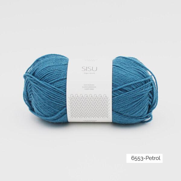 Une pelote de Sisu de Sandnes Garn, laine à chaussettes, dans le coloris Petrol (bleu turquoise grisé)