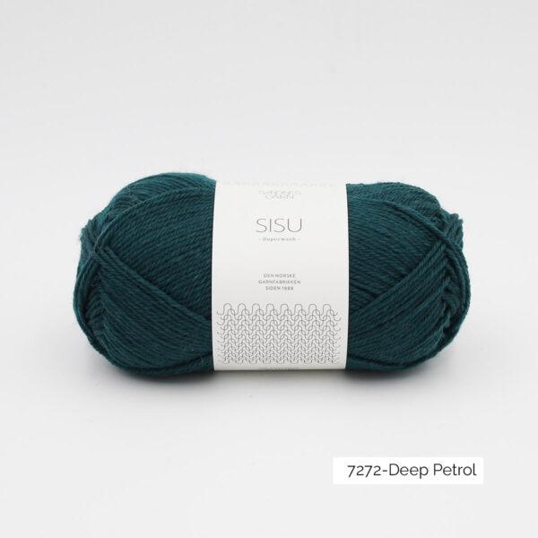 Une pelote de Sisu de Sandnes Garn, laine à chaussettes, dans le coloris Deep Petrol (pétrole)
