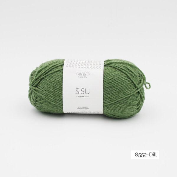Une pelote de Sisu de Sandnes Garn, laine à chaussettes, dans le coloris Dill (vert mousse clair)