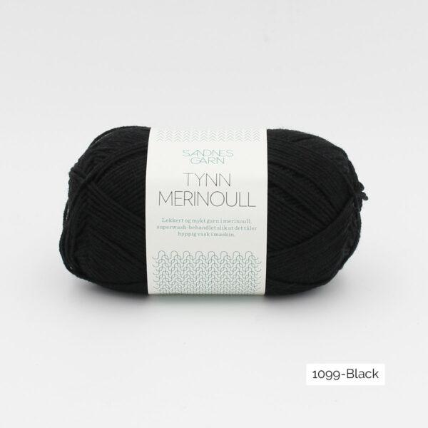 Une pelote de Tynn Merinoull de Sandnes Garn coloris Black (noir)