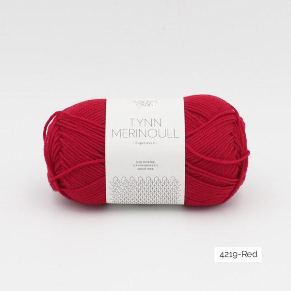 Une pelote de Tynn Merinoull de Sandnes Garn coloris Red (rouge franc)