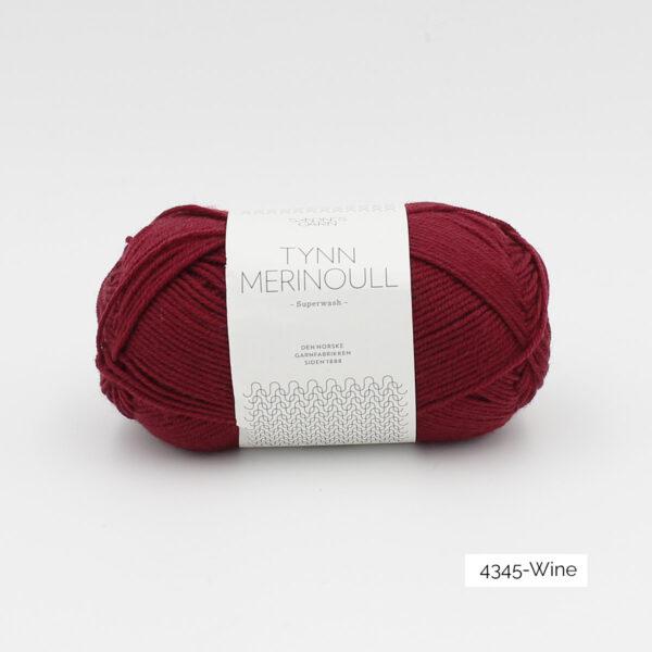 Une pelote de Tynn Merinoull de Sandnes Garn coloris Wine (bordeaux)