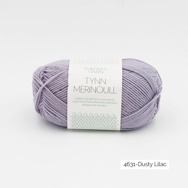 Une pelote de Tynn Merinoull de Sandnes Garn coloris Dusty Lilac (mauve légèrement grisé)