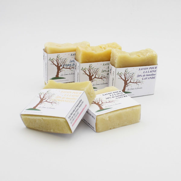 Ingredients list of a natural soap made to handwash wool items by Les Savons d'Amandine (in French)