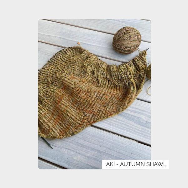 Aperçu du châle Aki Fuyu créé par Eri Shimizu et tricoté grâce aux laines du kit Kokon Aki