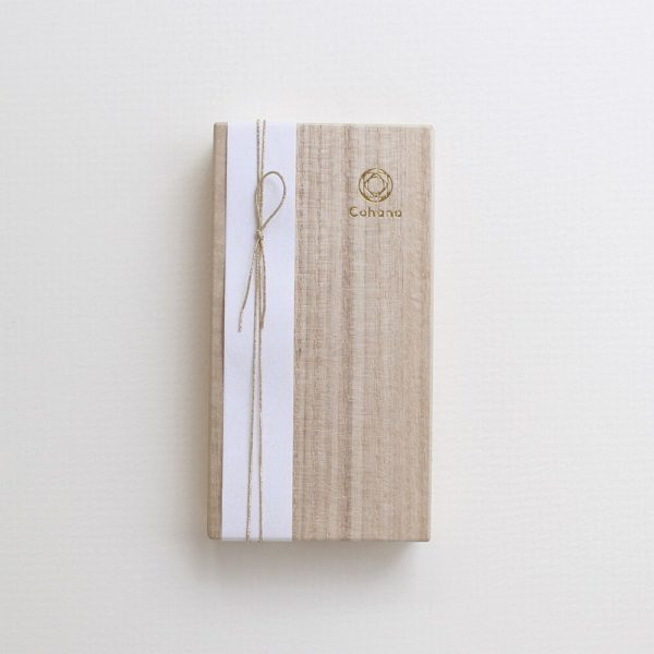 Display of the Christmas special edition of Cohana's packaging for their lacquered embroidery scissors
