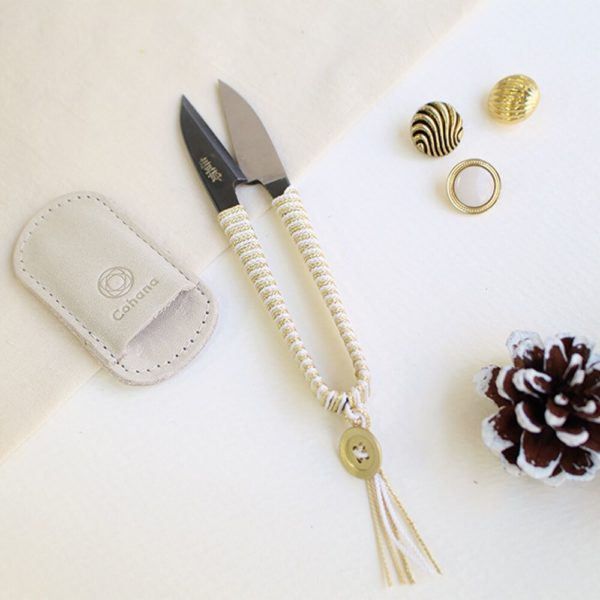 Display of the Christmas special edition of Cohana's Shozaburo thread snips