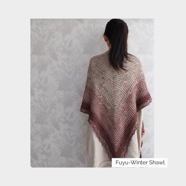 Châle Aki Fuyu créé par Eri Shimizu et tricoté grâce aux laines du kit Kokon Fuyu