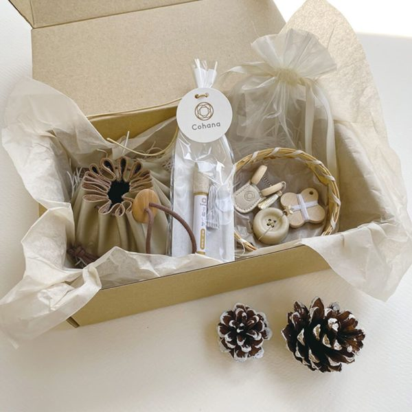 Display of the Christmas special edition of Cohana's complete sewing set